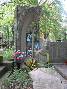 iPowązki: Grób Małgorzaty Kondrat na Starych Powązkach w Warszawie, Małgorzata Kondrat, Nietypowe pomniki, Powązki, Cmentarz Powązkowski, Warszawa, Powązki Cemetery, Warsaw, Poland.