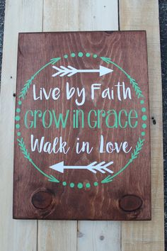 Live By Faith Wood Sign / Home Decor / Hand Painted Wood Sign Live By Faith Wood Sign / Home Decor / Hand by SweetMonkeyBoutique Pallet Crafts, Pallet Art, Diy Crafts, Barn Wood Crafts, Pallet Ideas, Painted Wood Signs, Wooden Signs, Hand Painted, Painted Quotes
