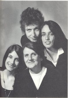 Bob Dylan with Joan Baez and her mother and her sister Mimi farina
