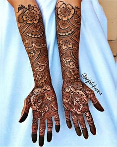 Henna is the most traditional part of weddings throughout India. Let us go through the best henna designs for your hands and feet! Arabic Mehndi Designs Brides, Wedding Henna Designs, Engagement Mehndi Designs, Latest Bridal Mehndi Designs, Indian Mehndi Designs, Legs Mehndi Design, Full Hand Mehndi Designs, Mehndi Designs 2018, Mehndi Design Pictures