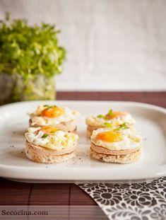 Tostadas de foie gras con huevo de codorniz