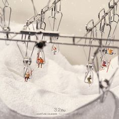 ". 3.2 thu ""Ski Lift"" . 柔軟剤でふかふか、漂白剤で真っ白、 雪の状態は良好です。 . #リフト #洗濯バサミ #タオル #SkiLift #ClothesPins #Towel . ーーーーーーーーーーーーーー 本日10:30〜放送のKKB鹿児島放送「かごとき」でミニチュアカレンダーが紹介されます。3月2日は #ミニチュアの日 ということで、他にもミニチュア関連の方が紹介されるみたいですよ。鹿児島の方はぜひご覧ください。 . #Regram via @tanaka_tatsuya"