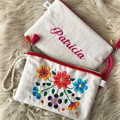 .......~S҈O҈B҈R҈E҈S҈~.......    .  .  ʀᴇɢᴀʟᴀ ᴜɴ sᴏʙʀᴇ ᴘᴇʀsᴏɴᴀʟɪᴢᴀᴅᴏ!   .  .  #accesorios #bordado #embroidery #sobre #neceser #estuche #cartuchera #flores #color #personalizado #gift #regalo #tähti