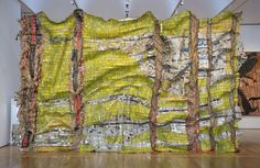 El Anatsui is a globally acclaimed contemporary artist from Ghana who influenced many aspects and norms of what we today call conceptual sculpture piece. Wall Sculptures, Sculpture Art, October Gallery, Arts Integration, Land Art, African Art, Urban Art, Installation Art, Contemporary Artists