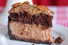 Como muchos de los pasteles de queso, este hermoso pay de chocolate alemán sería fácil de hacer en varios días. Por ejemplo, lo podríamos hacer por partes, la capa del pastel de chocolate en un día, podemos hacer el pay de queso al siguiente, y hacer el relleno y ensamblar en el tercer día. Pero …