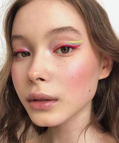 60 Amazing Summer Makeup Trends You Need To Try – Page 43 of 60 Makeup, makeup look, summer makeup. – Das schönste Make-up Cute Makeup, Pretty Makeup, Makeup Art, Hair Makeup, Amazing Makeup, 90s Makeup, Vogue Makeup, Glow Makeup, Crazy Makeup