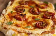 Se você é dos que não abre mão de uma boa pizza no domingo, vale a pena conferir essa receita de pizza marguerita para fazer com a família.