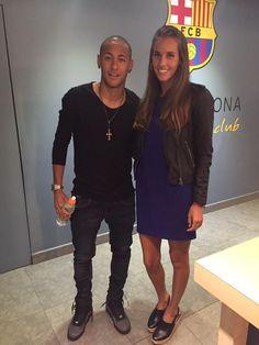 26.09.2015 Neymar und die Journalisten Patricia Domínguez nach den Spiel #FCBLaPalmas #repost #twitter @PatriciaDS88 ••• @neymarjr hoje no #campnou com a estrela da sincro espanhola pro #Rio2016...