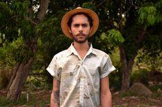 Camisa Unissex estampa Conexões.  Disponível no site: www.caramellocarmim.com.br