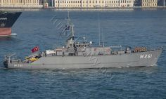 Turkish mine hunter TCG Edremit heading to the Black Sea, as part of a Standing NATO Mine Countermeasures Group 2 exercise.