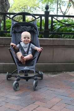 Quinny Yezz - we LOVE that this stroller can be folded up with one hand! #PNpartner