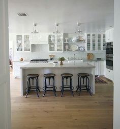 Kitchen island sitting area backless chair idea- saves space and looks clean