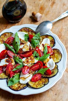 This classic Italian Caprese salad of tomato, mozzarella and basil comes with a twist or two. Fried eggplant, crispy garlic and aged balsamic takes this vegetarian and gluten-free friendly dish to the next level. It's more satiating and can be served as a light main or a side dish. #eggplant #salads Clean Eating, Healthy Eating, Healthy Salads, Big Meals, How To Cook Eggs, How To Make Salad, Paleo Diet, Keto, Nutritious Meals