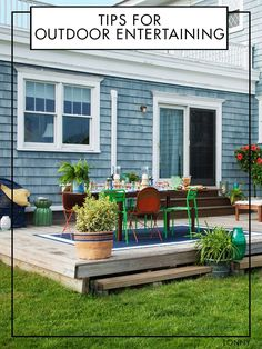 Warm-weather meals alfresco call for breezy, uncomplicated decor. Here's how to pull it off.
