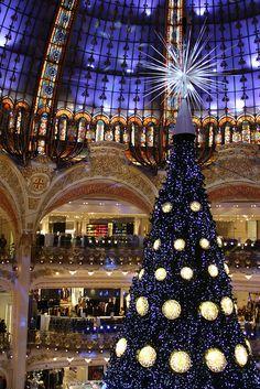 Mon beau sapin, Galeries Lafayette, Paris, Christmas in Galeries Lafayette, Paris, 2012 ~ by sottolestelle via flickr