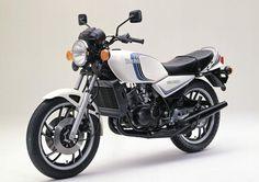 1982 RD first generation of water cooled RDs Yamaha Motorbikes, Yamaha Fz, Yamaha Motorcycles, Vintage Motorcycles, Ducati, Classic Motors, Classic Bikes, Best Motorbike, Japanese Motorcycle