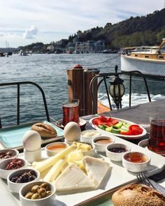 Planning A Perfect Breakfast - Useful Articles Turkish Breakfast, Breakfast Tea, Perfect Breakfast, Breakfast Quotes, Breakfast Platter, Brunch, Lokal, Food Platters, Coffee Time