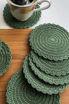 Crochet placemats, doilies and coasters by SweethomeByLulu Crochet Placemat Patterns, Crochet Doilies, Crochet Stitches, Knitting Patterns, Doily Rug, Crochet Basket Pattern, Crochet Home, Crochet Crafts, Crochet Projects