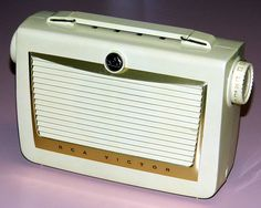 Vintage RCA Portable Tube Radio, Model 6-BX-6C, Broadcast Band Only (MW), Made In USA, Circa 1955.
