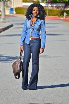 denim on denim can work when the shades are different. I also like mixing blue denim or chambray w/ colored denim. Denim Outfits, Chic Outfits, Fall Outfits, Fashion Outfits, Womens Fashion, Petite Fashion, Fashion Trends, Denim Fashion, Look Fashion