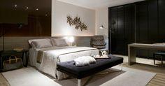 """O off-white """"Alabaster"""", cor de 2016 eleita pelas tintas Sherwin-Williams, é discreto e versátil. Para deixar o quarto elegante e contemporâneo, combine a nova nuança com outros tons neutros como preto, grafite ou com materiais naturais"""