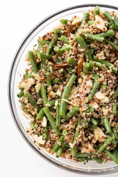 This HEALTHY Green Bean & Almond Quinoa Salad makes for the perfect side dish! Quick, easy, flavorful and fits all diets! #quinoasalad #salad #vegansalad #simplyquinoa