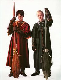 Harry Potter And Draco Malfoy have always disliked each other. Harry is the seeker for Gryffindor(In Quidditch)while Draco is the seeker for Slytherin. Draco always teases Harry in the hallways of Hogwarts. Harry Potter Quidditch, Harry James Potter, Images Harry Potter, Mundo Harry Potter, Harry Draco, Harry Potter Cosplay, Harry Potter Cast, Harry Potter Characters, Harry Potter Universal