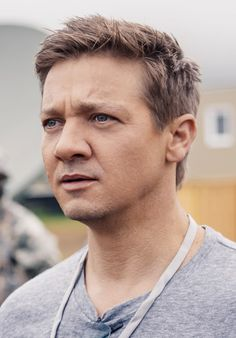 Jeremy Renner as Ian Donnelly                              …