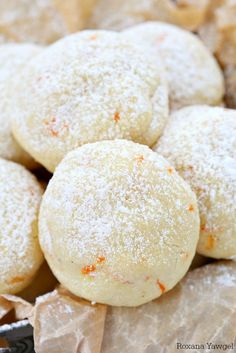cookie recipes One secret ingredient makes these orange vanilla cookies simply melt in your mouth! Packed with freshly grated orange zest and vanilla bean paste, these orange vanilla cookies are the perfect addition to your cookie tray! Orange Cookies, Xmas Cookies, Brownie Cookies, Cookie Desserts, Just Desserts, Delicious Desserts, Cookie Tray, Dessert Recipes, Chocolate Cookies