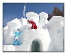 Le prince et la princesse dans leur forteresse - sculpture sur #neige #lesorres - by Philippe Minier - crédit Alice Simonard