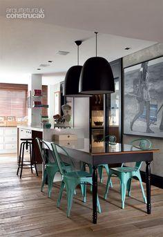 Marcenaria e climatização fazem da adega a estrela do apartamento. Fotos A&C.