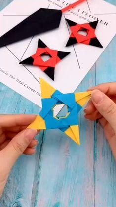 Instruções Origami, Origami Knife, Origami Claws, Heart Origami, Origami Toys, Origami Tattoo, Origami Videos, Origami Bookmark, Origami Butterfly