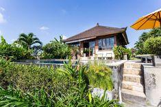Ganze Unterkunft in North Kuta, Indonesien. Villa Mawar Berawa liegt am Ende einer kleinen balinesischen Dessa von Reisfeldern umgeben.  Es ist eine 45-minütige Fahrt vom Flughafen Denpasar auf Bali. Unsere Villa liegt nicht weit von der lebhaften Kuta, Legian, Seminyak und Kerobokan. Denpasar, Kuta, Felder, The Places Youll Go, Balinese, House Styles, Outdoor Decor, Room, Home Decor