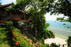 Generous beach bungalows on shores of Haad Yao. Bounty Resort has 16 bungalows which are all newly built and finished to excellent standards.   #nature #beauty #mountains #beach #kohphangan #thailand