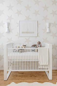 Star covered walls in white nursery | 10 Nicely Neutral Nurseries Part 2 - Tinyme Blog