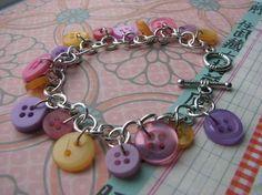 DIY Button : DIY Button Bracelet ·