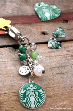 Starbucks Crafts, Starbucks Recipes, Diy Keychain, Keychain Ideas, Acrylic Keychains, Diy Schmuck, Resin Jewelry, Funky Jewelry, Jewlery