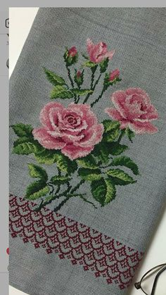 1 million+ Stunning Free Images to Use Anywhere Cross Stitch Rose, Cross Stitch Flowers, Cross Stitch Embroidery, Hand Embroidery, Owl Quilt Pattern, Quilt Patterns, Machine Embroidery Patterns, Embroidery Designs, Cross Stitch Designs