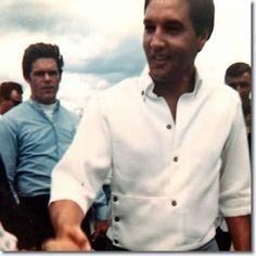 During a holiday to Hawaii in June 1968, Elvis, Priscilla, Joe Esposito, Charlie Hodge visit the U.S.S. Arizona memorial.