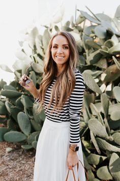 30 Stunning Black And White Striped Dresses Ideas - Outfits ta White Pleated Skirt, Striped Dress, Striped Tee, White Dress, Black And White Tees, Jumpsuit Outfit, Casual Hairstyles, White Style, Mom Style