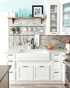 Budget kitchen design can be daunting, but if you shop for kitchen cabinets, sinks, faucets and backsplash carefully we have some great inspiration in this post. #KitchenRemodeling