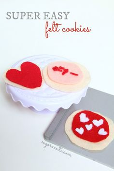 Easy no-sew felt cookies for pretend play and imagination