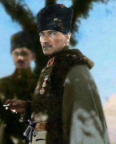 Dünyanın en yakışıklı, en karizmatik #başkomutanı ... Ömrümün son nefesine kadar yolunda ölümü göze alacağım tek Baş Komutan Gazi Mustafa Kemal Atatürk... Rahat uyu sen paşam...  Unutmayacağız, unutturmayacağız asla...!  ( Adım Aylin )