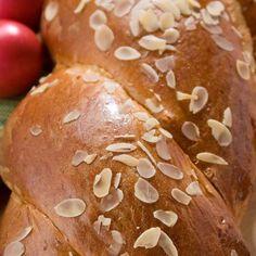 Τσουρέκι / Tsoureki. Πανεύκολη συνταγή για μυρωδάτο πασχαλινό τσουρέκι! #easter #easterbread #sweetbread #greekeaster #greekbread #breadrecipes #homemadebread #breadideas #bread #greekfood #greekrecipes #greekfoodrecipes #greekeaster #traditional #greece #greek #συνταγές #πάσχα Pastry Dough Recipe, Types Of Bread, Bread And Pastries, Artisan Bread, Easter Recipes, Hot Dog Buns, Cornbread, Food, Millet Bread