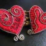 Hermoso regalo de corazones hechos con cremalleras.