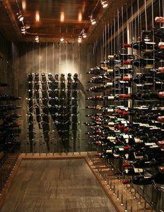 vinoteca Villa prestige. Botellas ordenadas con sistema tahuma.