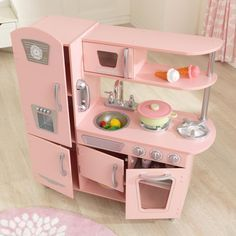 Young chefs are sure to love cooking up fun with our adorable KidKraft Pink Vintage Play Kitchen! This vintage play kitchen has doors that open and close, knobs that click and turn and plenty of convenient storage space. Modern Kitchen Cabinets, Toy Kitchen, Kitchen Playsets, Life Kitchen, Wooden Kitchen, Kidkraft Vintage Kitchen, Pink Vintage, Vintage Kitchen, House Design
