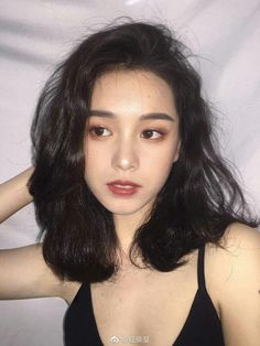 how would i go about getting my hair like this? i attempt to mimic it but my hair just stays flat hair beauty Skin Deals me fashion love cute style women makeup 788974428451022736 Korean Makeup Tips, Asian Makeup, Korean Makeup Look, Medium Hair Styles, Curly Hair Styles, Ulzzang Hair, Braut Make-up, Asian Hair, Asian Short Hair