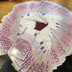 Make Thousands per Week with Only 250 Euro Investment Money Bill, My Money, Gold Money, Cash Money, Euro, Make Money Online, How To Make Money, Argent Paypal, Money Stacks