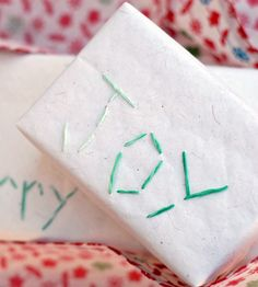 Pin for Later: 51 Creative DIY Gift Wrap Ideas For Any Occasion Stitched Gift Wrap Try your hand at stitching to give your gifts a personal touch. Use festive words, names, or designs to give each present a unique look. Creative Gift Wrapping, Creative Gifts, Wrapping Ideas, Christmas Activities, Christmas Wrapping, Diy Craft Projects, Little Gifts, Homemade Gifts, Holiday Crafts